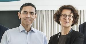 Almanya'dan Covid-19 aşısını geliştiren Şahin ve Türeci'ye liyakat nişanı