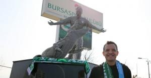 Bursaspor'un efsanesi Pablo Martin Batalla'nın heykeli açıldı