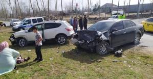 Cip ile otomobil kafa kafaya çarpıştı, kazada karı koca yaralandı