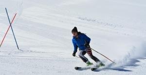 Isparta'da 92 kayakçı Valilik Kupası'nda kıyasıya yarıştı