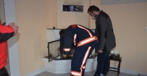 Şömine ateşi çatıyı tutuşturdu
