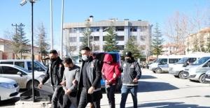 Uyuşturucu operasyonunda yakalanan 5 kişi adliyeye sevk edildi