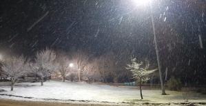 Denizli'nin yüksek kesimde kar yağışı başladı.