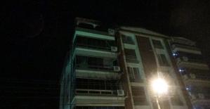 İzmirde yangında evi yanan belediye...