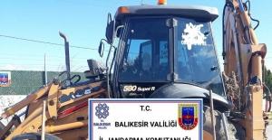 Jandarma ekipleri Karesi'de kaçak kazı yapan 8 kişiyi yakaladı