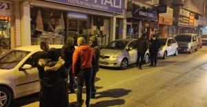 Kaza sesini duyarak evlerinden çıkan araç sahipleri büyük şok yaşadı
