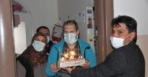Muhtardan, engelli kardeşlere doğum günü sürprizi
