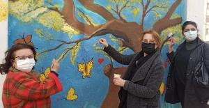 Ödemişli kadınlar 'Kadın Efe'yi boyadılar