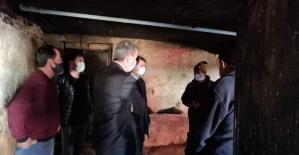 Tomarza Kaymakamı Cebeci ve Başkan Şahin 12 hayvanı telef olan vatandaşa geçmiş olsun ziyaretinde bulundu