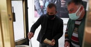 Vali köfte ekmek dağıttı