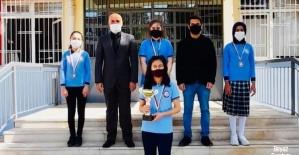 Ahmet Şerife Sanlı Ortaokulu satranç takımı online turnuvada birinci oldu