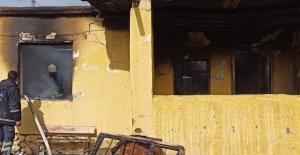 Başkale'de ev yangını