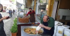 Ramazan'da satışları artan tatlıcıları, kısıtlama endişesi sardı