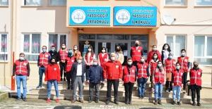 Türk Kızılay gönüllüleri minik öğrencilerin okulunu rengarenk yaptı