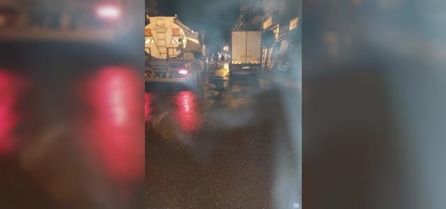 Bağlar Belediyesi kısıtlamada caddeleri dezenfekte etti