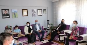 Kaymakam Halim'den şehit ailelerine bayram ziyareti