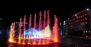 Keçiören'deki Su ve Gül Meydanı'nda görsel şölen başladı