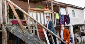 Mamak Belediye Başkanı Köse, çocuklara bayram hediyesi dağıttı