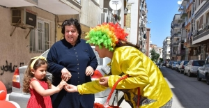 Şehzadeler Belediyesi bayram neşesini vatandaşların ayağına götürdü
