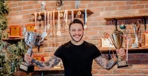 """Ünlü saç tasarımcısı Hasan Hüseyin Yılmaz: """"2021'de kıvırcık modeller öne çıkıyor"""""""