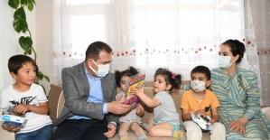 Vali Akbıyık'tan şehit ailelerine bayram ziyareti