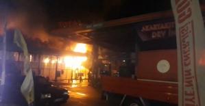 Yangın toptan perakende mağazasını...