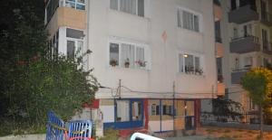 Avcılar'da kolonları çatlayan bina tedbir amacıyla boşaltıldı