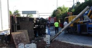 Beykoz'da kamyonetle otomobil çarpıştı: 4 yaralı