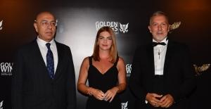 Golden Wings  Ödül Töreni ünlüler geçidine sahne oldu