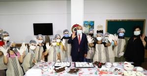 Keçiören Belediye Başkanı Altınok çocuklarla kurabiye yaptı
