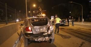 Motosiklet otomobile arkadan çarptı: 2 ağır yaralı