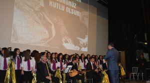 Öğretmenler Neşet Ertaş türküleri ile günlerini kutladı
