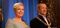 Eşi yokken başkasıyla öpüşen Cumhurbaşkanı eşi kriz çıkardı