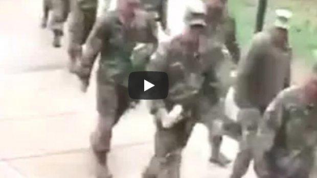 Kaz ABD askerlerine saldırdı
