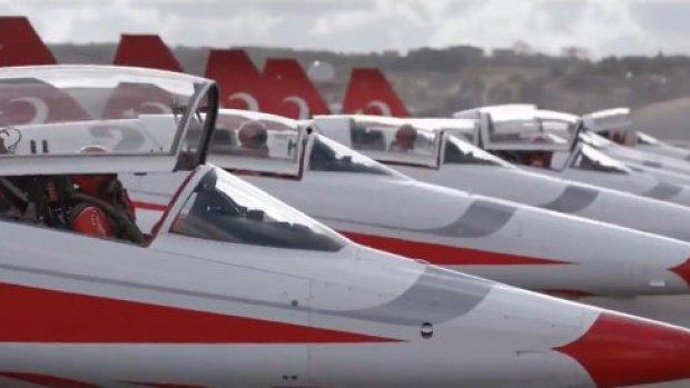 THY Türk Yıldızları ile uçuşunu klibe dönüştürdü